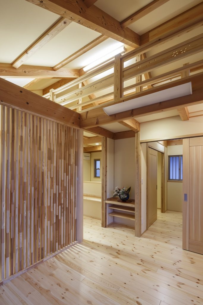 シニア夫婦が快適に暮らせる自然素材の平屋建て