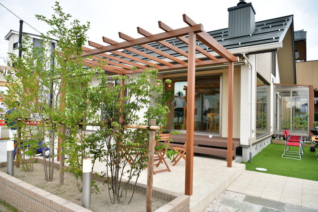 バージョンアップ性能を高め 『木のひらや』 遮熱パネルを利用した無垢の平屋建て住宅